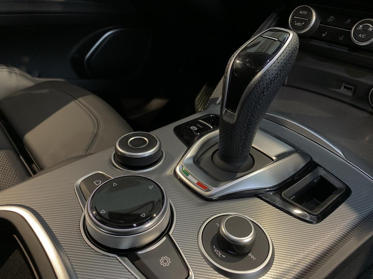 Alfa Romeo Stelvio 2.0 280ks AT8 Q4 Veloce