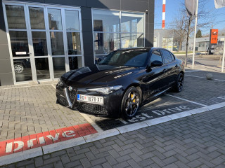 Alfa Romeo Giulia 2.2mjet 210ks AT8 Q4 Veloce Demo